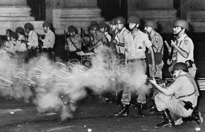A pura bala. En diciembre de 1982 el ejército reprimió a los manifestantes y provocó muerte Dalmiro Flores.