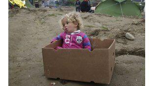 Desamparo. Los chicos sobreviven en el sector de Idomeni