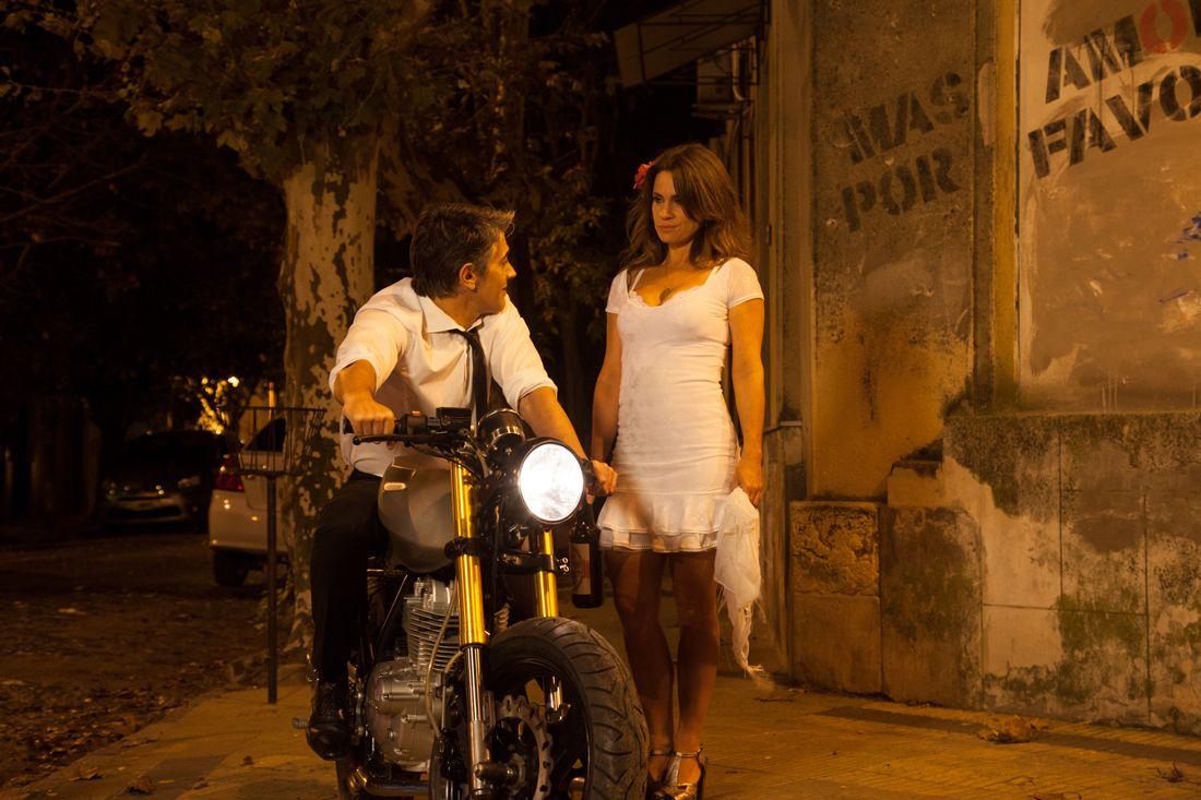 atracción fatal. María Leone y Franco Uribe cruzan miradas por primera vez.