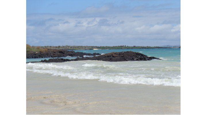 El Garrapatero.  Bella playa agreste con 1.500 metros de extensión.