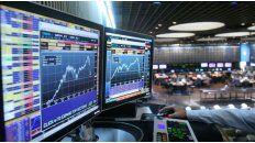 El Merval retrocedió ayer 5,11% y los bonos en dólares bajaron.