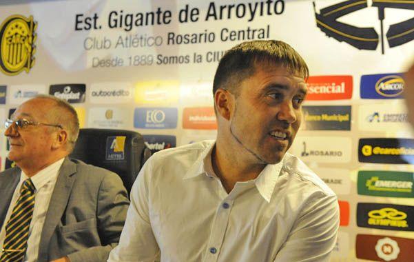 El DT canalla apuntó al ex jugador de pasado auriazul Marcelo Carracedo.