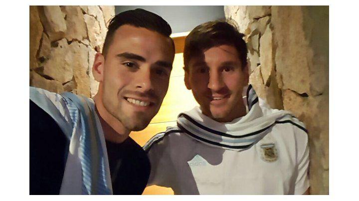 Ezequiel Luna con Messi