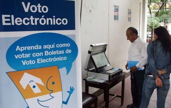 """El Frente Romero + Olmedo pidió """"la vuelta del sistema de voto papel""""."""