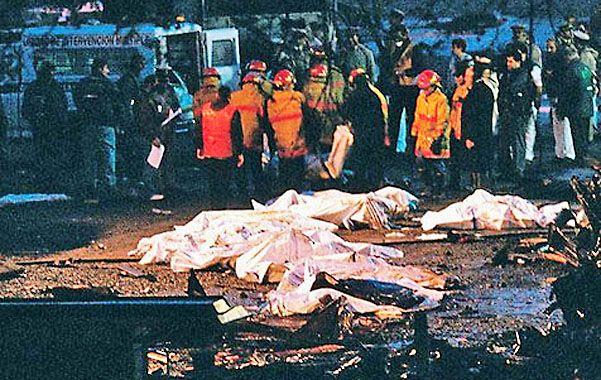 Siniestro. El avión se estrelló a las 20.54; horas más tarde se veían los cuerpos de las víctimas fatales.