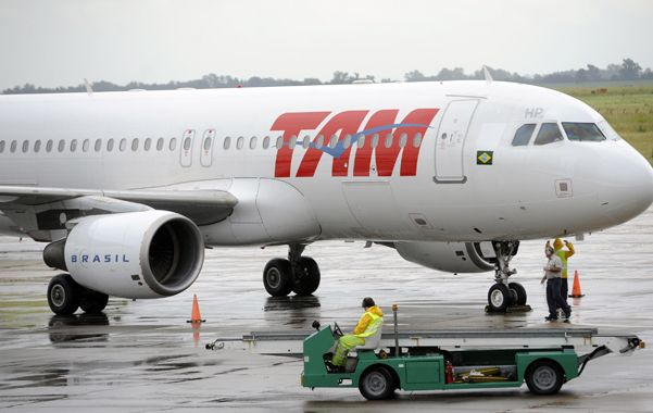 La empresa TAM es una de las que unen a Rosario con el mundo.