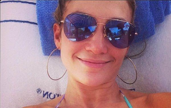 Jennifer lpez apareci al natural en bikini y sin maquillaje la intrprete expuso pblicamente su rostro real sin photoshop en su cuenta de instagram altavistaventures Choice Image