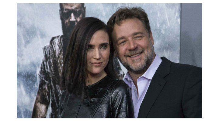 """En defensa. Russell Crowe junto a Jennifer Connelly en la gala de """"Noe""""."""