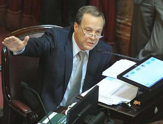 Giustiniani argumentó porque voto en contra del proyecto.