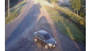 Detenido por las cámaras. Las imágenes del monitoreo captaron el auto y ayudaron a la policía a esclarecer el accidente.