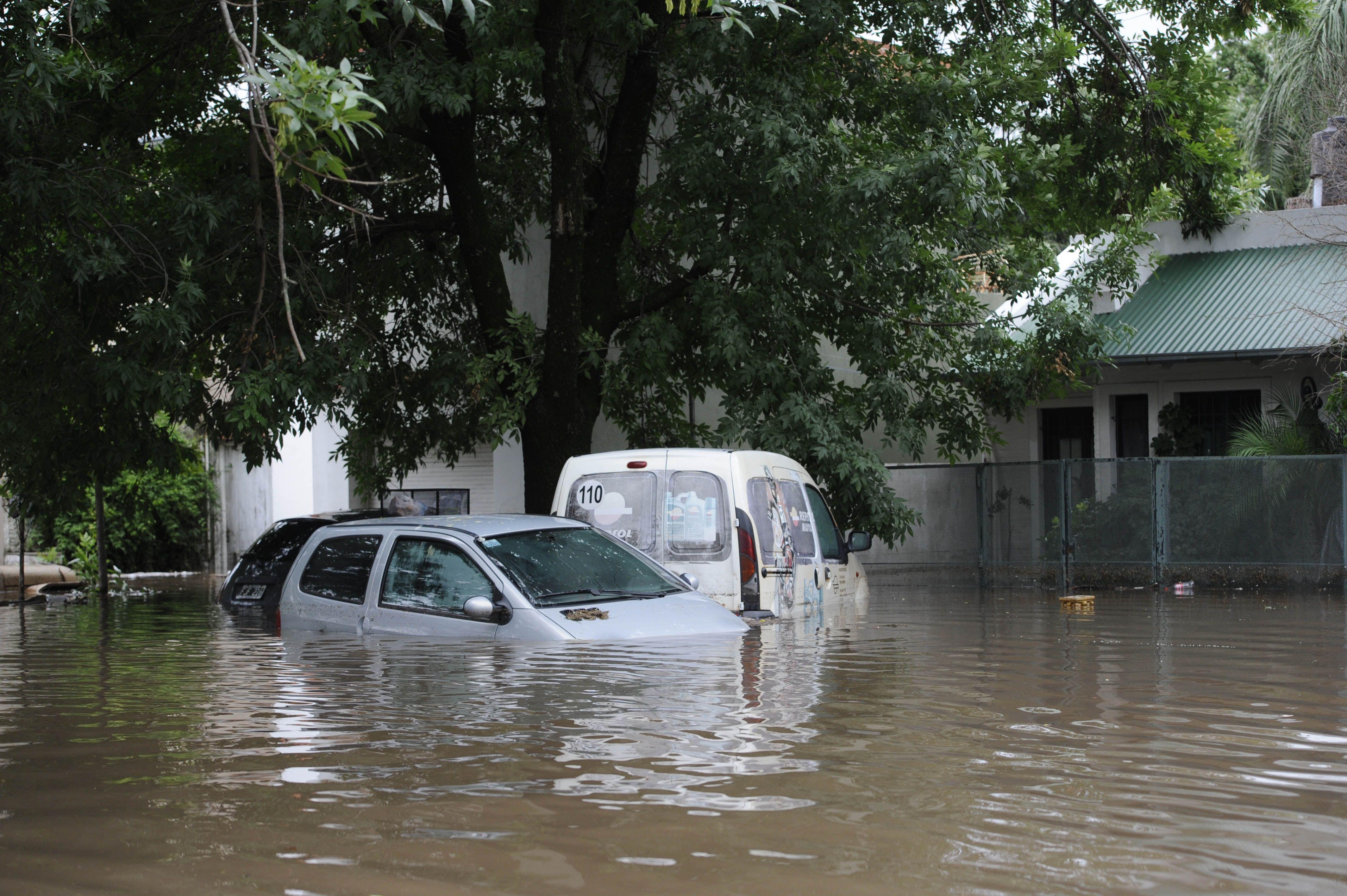 Vecinos De Fisherton Se Movilizan A Un A O De La Inundaci N # Muebles Fisherton