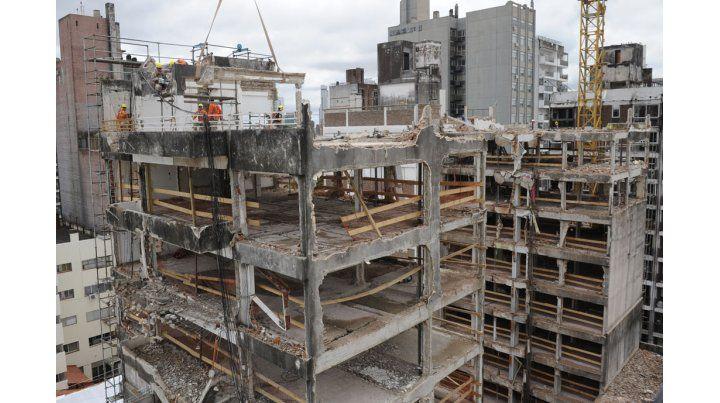 La provincia avanza con la demolición de los edificios que quedaron en pie.