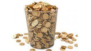 Las monedas de oro fueron a parar a la basura.