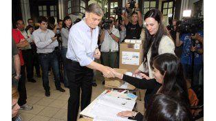Binner votó en la escuela de enseñanza media N° 432 Bernardino Rivadavia de nuestra ciudad.