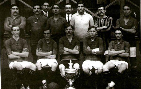 El plantel de Rosario Central que venció a Argentino de Quilmes y ganó la Copa Competencia.