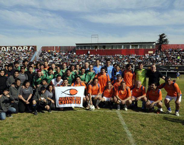 Estrellas del deporte y la televisión participaron de la movida solidaria en el Gabino Sosa. (Foto: G. de los Rios)