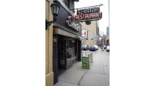 Senator Restaurant un clásico de Toronto donde el café es muy bueno.