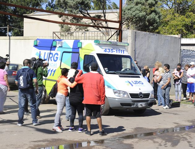 12 de abril. Fatal incendio en la Alcaidía de la UR II. La mujer del Japo Saboldi acusó a Bassi y al intendente de Gálvez. (Foto: S. Toriggino).