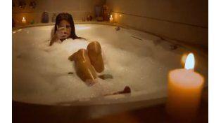 El sexy baño de espuma de Isabel Macedo.