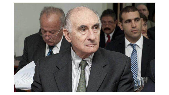 El ex presidente no fue encontrado culpable por cinco homicidios culposos ocurridos en avenida de Mayo y 9 de Julio.