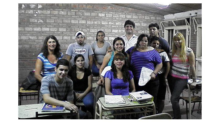 El grupo de 5º año de la Eempa de Cabín 9. A esta secundaria asisten más de 200 jóvenes y adultos del barrio.