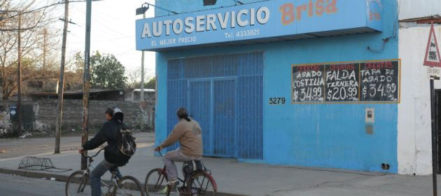 El comercio hoy no pudo abrir sus puertas con normalidad tras el asalto de anoche. (Foto: S. Toriggino)
