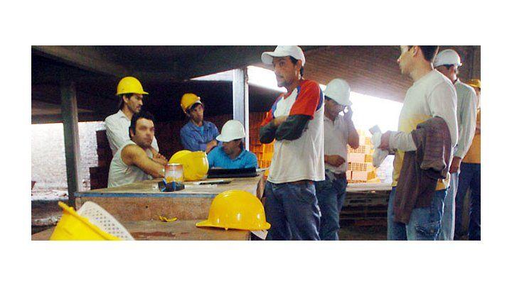 La mayoría de los inmigrantes que llega desde Paraguay a Rosario lo hace con un empleo y después trae a su familia. (Foto: Angel Amaya)
