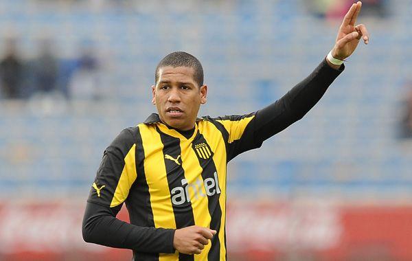 El volante uruguayo Nicolás Freitas viene de jugar la última temporada en Peñarol. Russo necesitaba otro volante de contención.