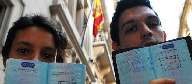 En 2001 los argentinos hacían cola para ir a España. Ahora es al revés.
