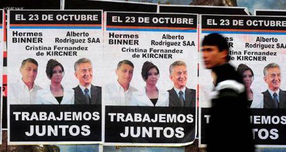 Un afiche muestra a Binner y a Rodríguez Saá junto Cristina