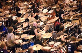 582 bateristas tocan juntos 10 minutos para luchar contra la esclerósis múltiple