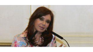 Cristina impulsa ley para que el apellido materno vaya primero