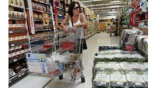 Vigilados. El alza de precios no para en las góndolas de los supermercados.