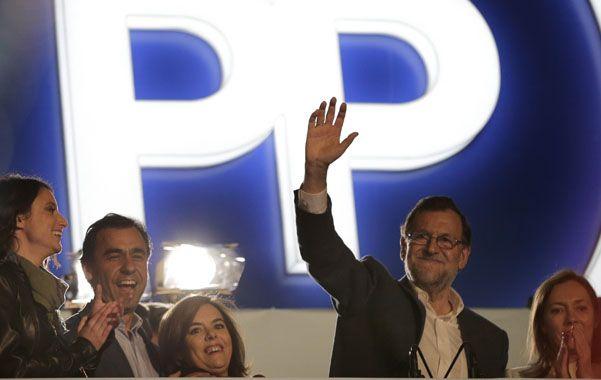 Complicada victoria. Los conservadores perdieron un tercio de su electorado. Lograr alianzas será muy difícil tanto para el PP como para el PSOE.