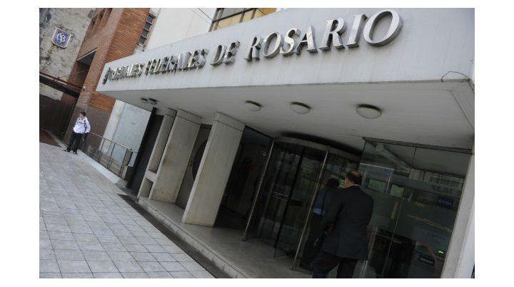 Polémica en la Justicia Federal de Rosario por el caso de magistrado que se jubiló y sigue en el cargo.