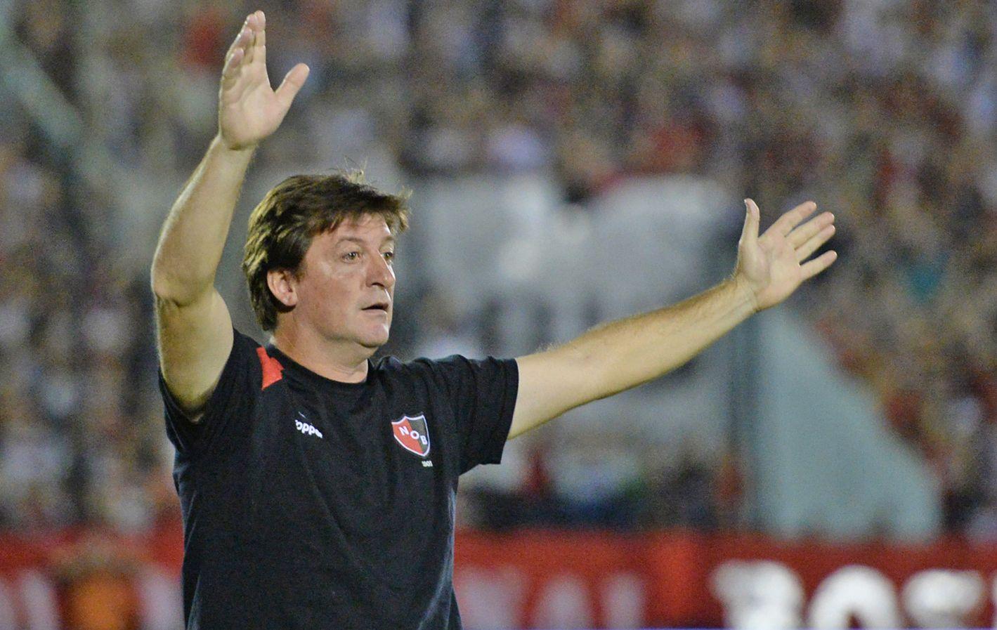"""""""Esto sucede"""". Fue lo que dijo el Loco sobre el 1 a 1 de Quilmes en el final. (Foto: M. Bustamante)"""