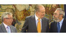 Los líderes de los dos grandes sindicatos de España, CCOO y UGT, se reunieron ayer con el rey Juan Carlos en el Palacio de la Zarzuela.