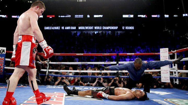 Canelo mandó a la lona a su rival y se quedó con la pelea.
