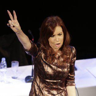Cristina Fernández de Kirchner encabezó un acto en el teatro Ateneo de Buenos Aires a fines de abril.