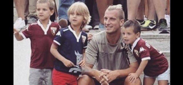 Maxi Lopez junto a sus hijos.