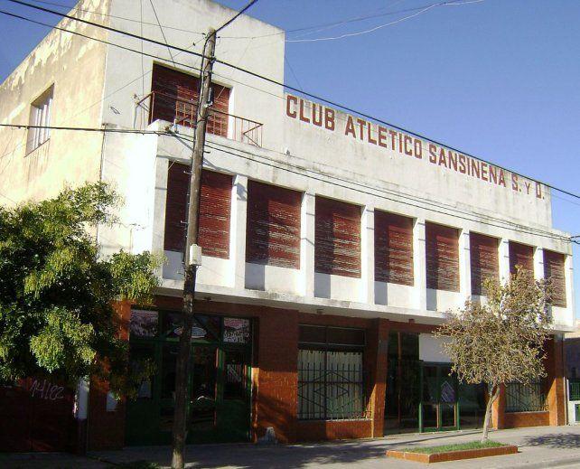 Fachada. El frente de la sede social del club Sansinena