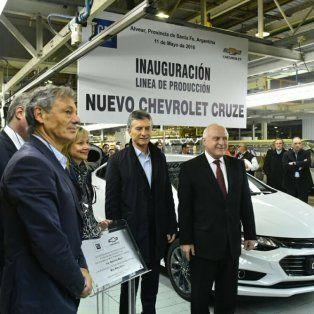 El gobernador acompañó al presidente Macri en su recorrida por la planta de Alvear.