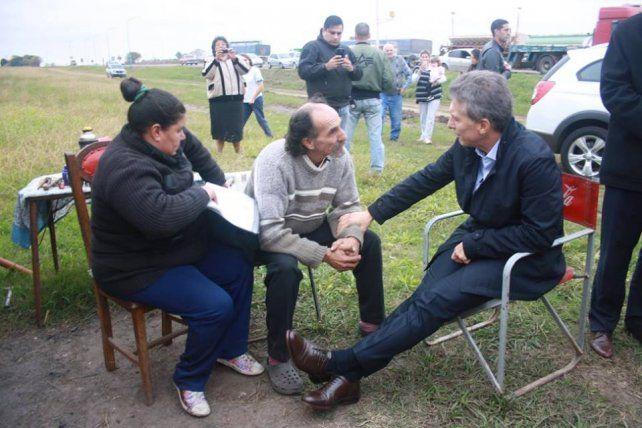Alfredo Farías y su esposa venden tortas asadas y fueron visitados por Macri.