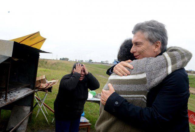 Emoción. Alfredo se fundió en un abrazo con el presidente y su esposa Mónica rompió en llanto por la visita.