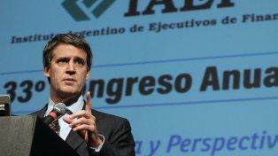 El ministro Prat Gay habló ante empresarios argentinos.