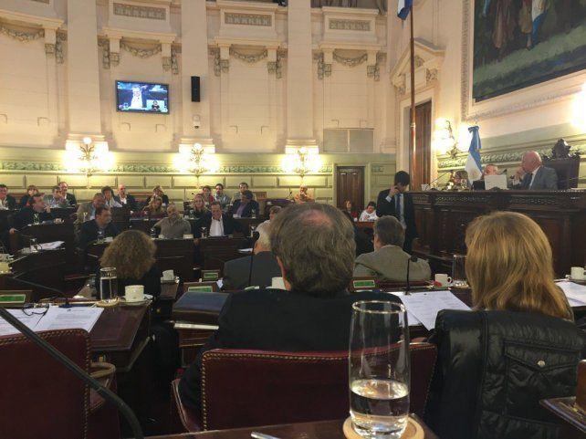 Fracasó el debate en la Legislatura provincial para delegar en los intendentes la facultad para fijar e precio del boleto del transporte