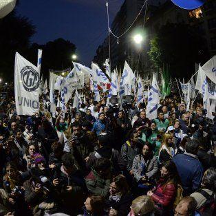 masiva marcha en defensa de la educacion y la universidad publica a plaza de mayo