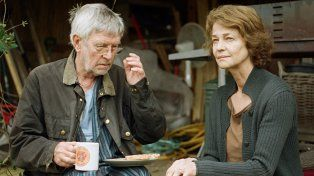 En crisis. Tom Courtenay y Charlotte Rampling interpretan a un matrimonio que atraviesa una etapa vulnerable cuando reaparecen heridas y celos del pasado.