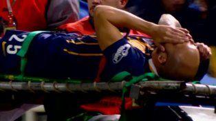 Pinola salió muy dolorido y fue reemplazado por Pablo Álvarez.