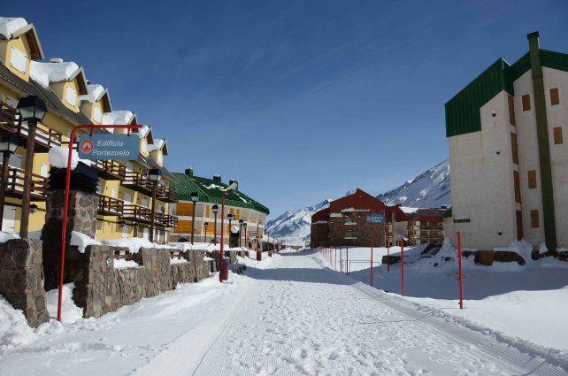 Listas. Las instalaciones de Penitentes ya están dispuestas para recibir a los turistas.